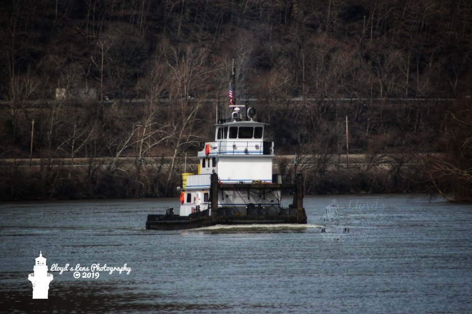 Curiosity About The Life Of A Towboat Crew